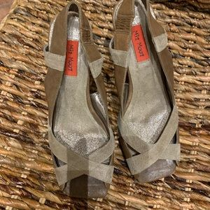 Mix Mooz tan and gold wedge sandals, size 6